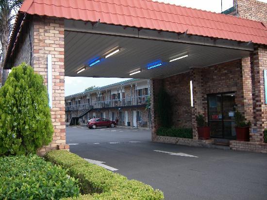 Centre Point Mid City Motor Inn: The Entrance
