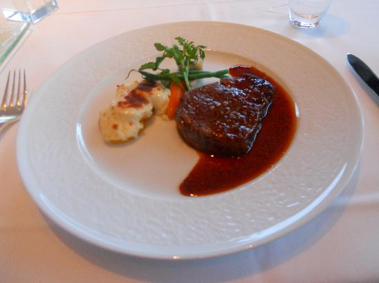 Hotel La Suite Kobe Harborland: Kobe steak from the Restaurant