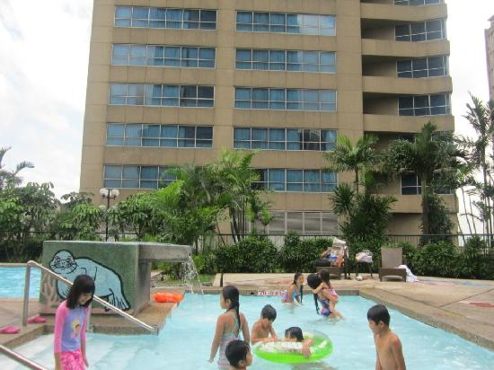 Pool Area Shared With Holiday Inn Picture Of Crowne Plaza Manila Galleria Quezon City