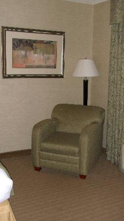Holiday Inn Express Hotel & Suites Urbana-Champaign (U of I Area): lonely chair with no side table