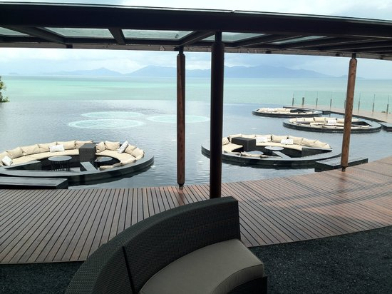 W Retreat Koh Samui: The view that WOWs you when you step through the lobby