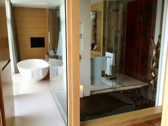W Koh Samui: The bathroom consisting of an outdoor shower