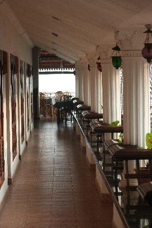 The Capital Fort Kochi: Hotel room coridor towards the restaurant