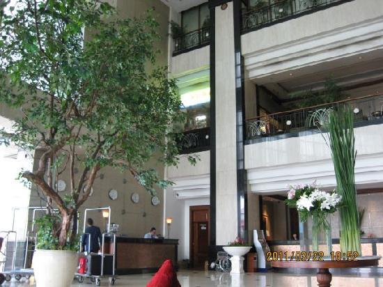 メナラ ペニンシュラ ホテル, ホテル内のフロント