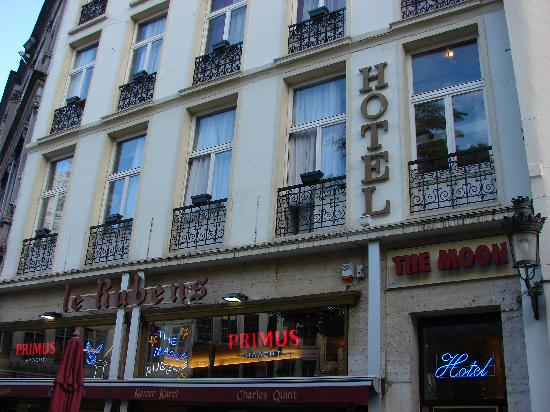 The Moon Hotel: Hotel the Moon rooms are located above Le Rubens restaurant.  Door entrance to hotel is at the l