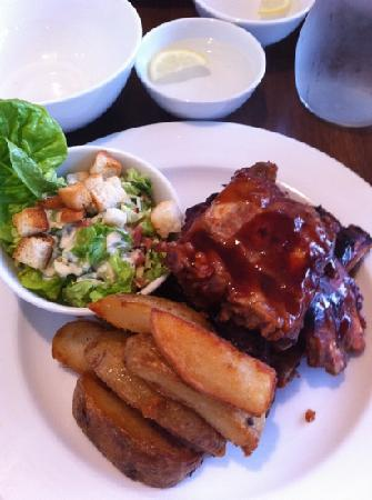Pepper Tree Restaurant & Bar: spare pork ribs