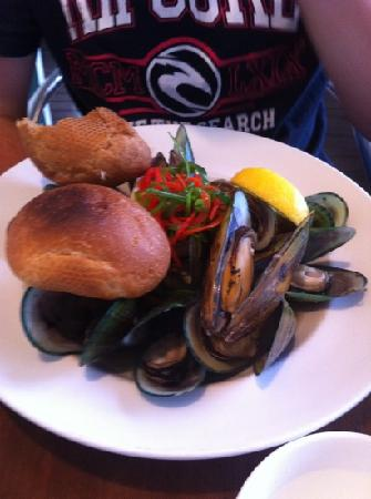 Pepper Tree Restaurant & Bar: green lipped mussels