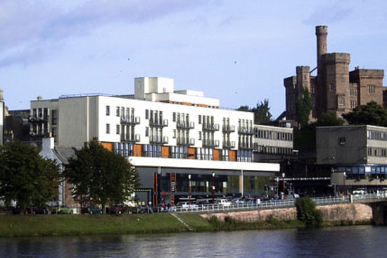 Bridge Street Apartments: apartment, river and castle
