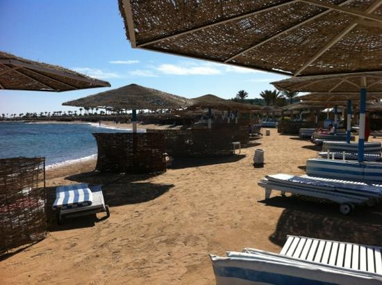 Golden 5 Sapphire Suites Hotel: пляж