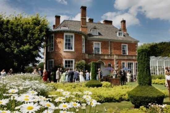 Sutton Bonington Hall is a beautiful, intimate venue for weddings of 10 - 100 guests