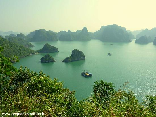 la baie d 39 ha long du haut de l 39 le titov picture of halong bay halong bay tripadvisor. Black Bedroom Furniture Sets. Home Design Ideas