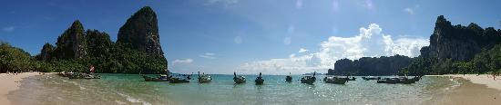 Railay Beach : Rai-Leh west beach central panorama