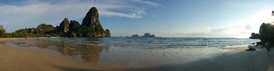 Railay Beach: Rai-Leh west beach northern panorama