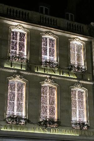 C'est une maison bleue : Bordeaux se pare de ses atours à Noël