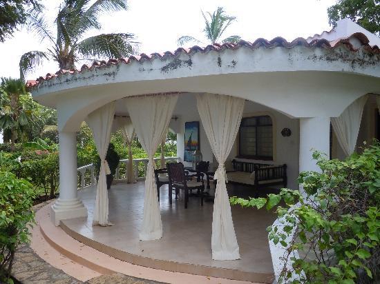 Villas Watamu Resort: villa- each with a huge balcony