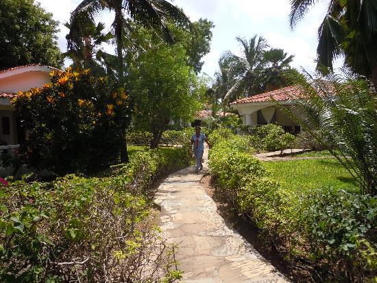 Villas Watamu Resort: beautiful garden setting