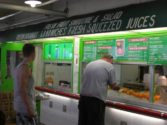 Waikiki Fruits & Foods: どれが店名か分からず、日本語皆無で日本人客おらず