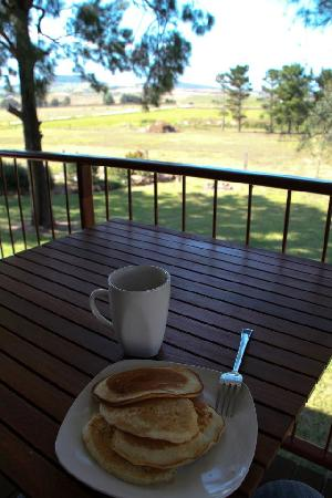 Killarney View Cabins and Caravan Park : Breakfast with a view
