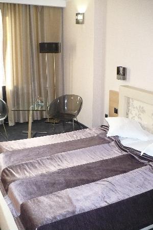 Cosmopolitan Hotel: Room 2