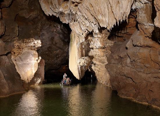 Padirac, Francia: Paseo en bote por río subterráneo