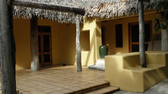 Vatulele Island Resort: Bure entrance