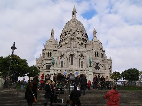Best of France Tours: sacre coeur basilica at montmartre