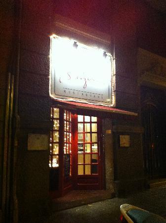 Le petit Bergerac: vista exterior puerta.