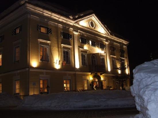 Biedermeier Schlössl Lerchenhof: Lerchenhof di sera
