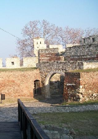 Kalemegdanska terasa: Surrounding ancient ramparts