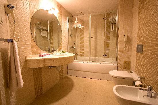 SV Boutique Hotel: Suite Bathroom