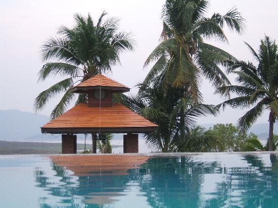 Kaengkrachan Boathouse Paradise Resort : la piscine :inoubliable