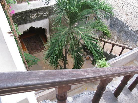 Baitil Aman Guest House: courtyard