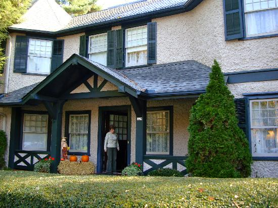 Pinecrest Bed and Breakfast: The house