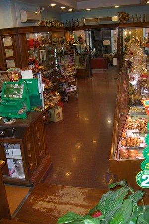 Bar Pasticceria Vezzosi: l'interno