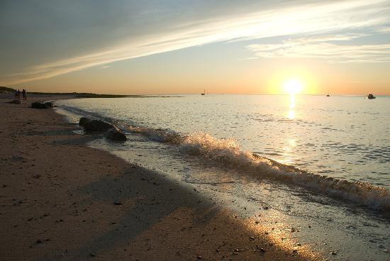Captain Freeman Inn : Cape Cod Bay beaches are an 8 minute stroll from the inn.