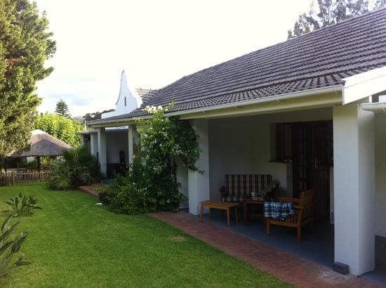 Cape Khamai Guest House: lovely patio of room 3