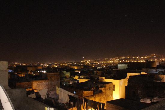 Riad Adarissa: Vista nocturna de la Medina