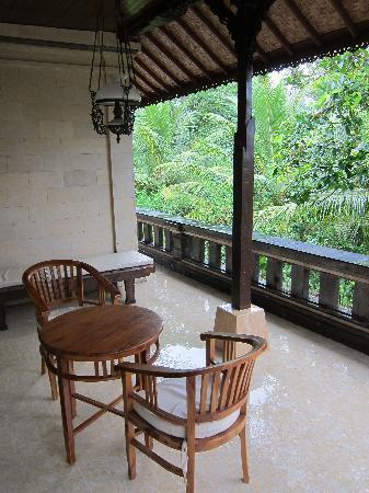Abangan Bungalow : Huge balcony