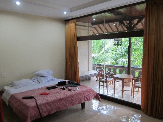 Abangan Bungalow : Large room with balcony