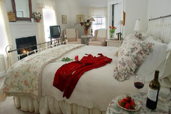 Brewster By The Sea: Your Innkeeper, Donna's, favorite room, The Bayberry Room.