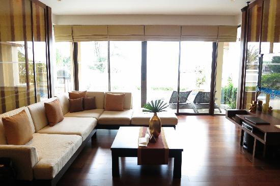 Movenpick Resort Bangtao Beach Phuket: living room very spacious