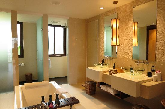 Movenpick Resort Bangtao Beach Phuket: master bath
