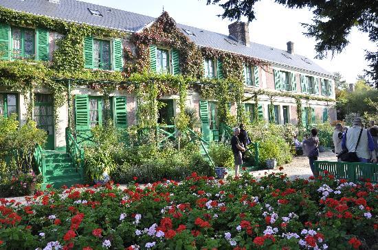 Fondation Claude Monet: la maison de l'extérieur