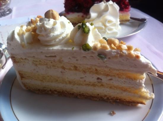 Cafe Wahlen: nut torte