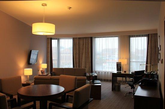 Hilton Gdansk: King Suite livingroom