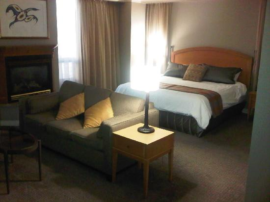 Casino Rama Resort: King Size Bed! Very Comfy!