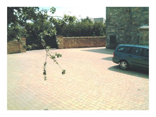 Schiehallion Guest House: Ample car parking space at Schiehallion