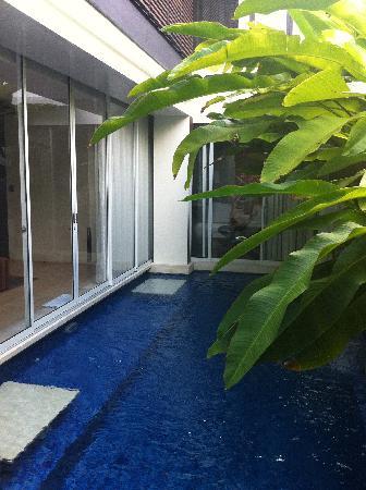 Puri Hiromi: cool swimmingpool