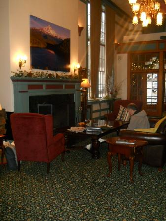Hood River Hotel: lovely lobby