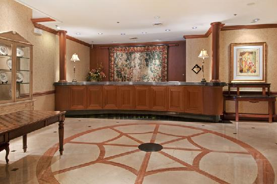 Hilton Northbrook: Main Lobby of Hotel